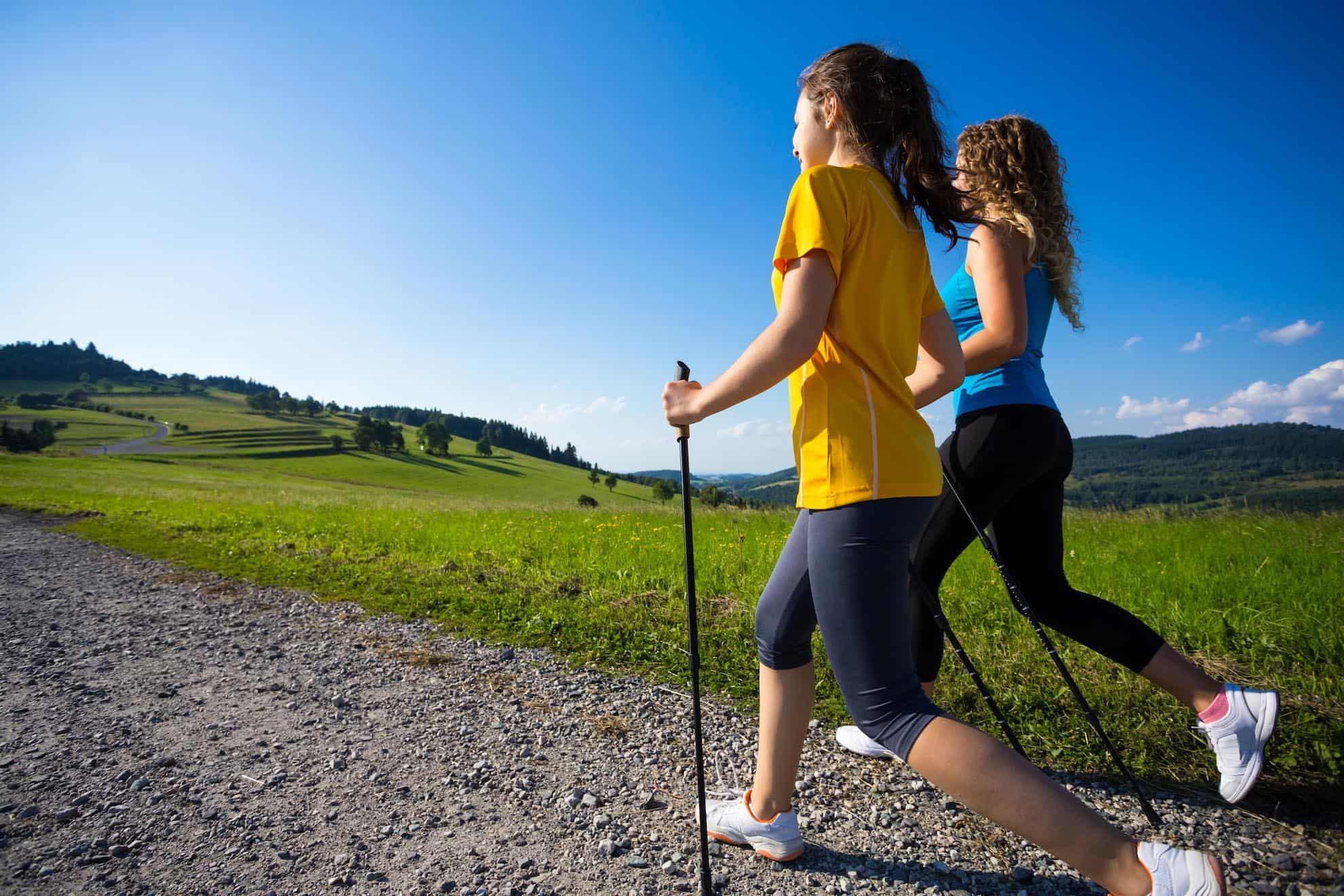 Peut-on perdre du ventre avec la marche nordique ?
