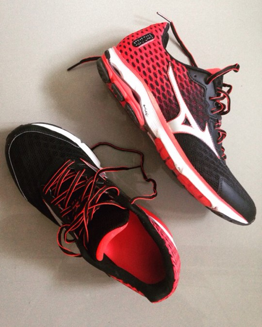 super test  running Mizuno wave 18